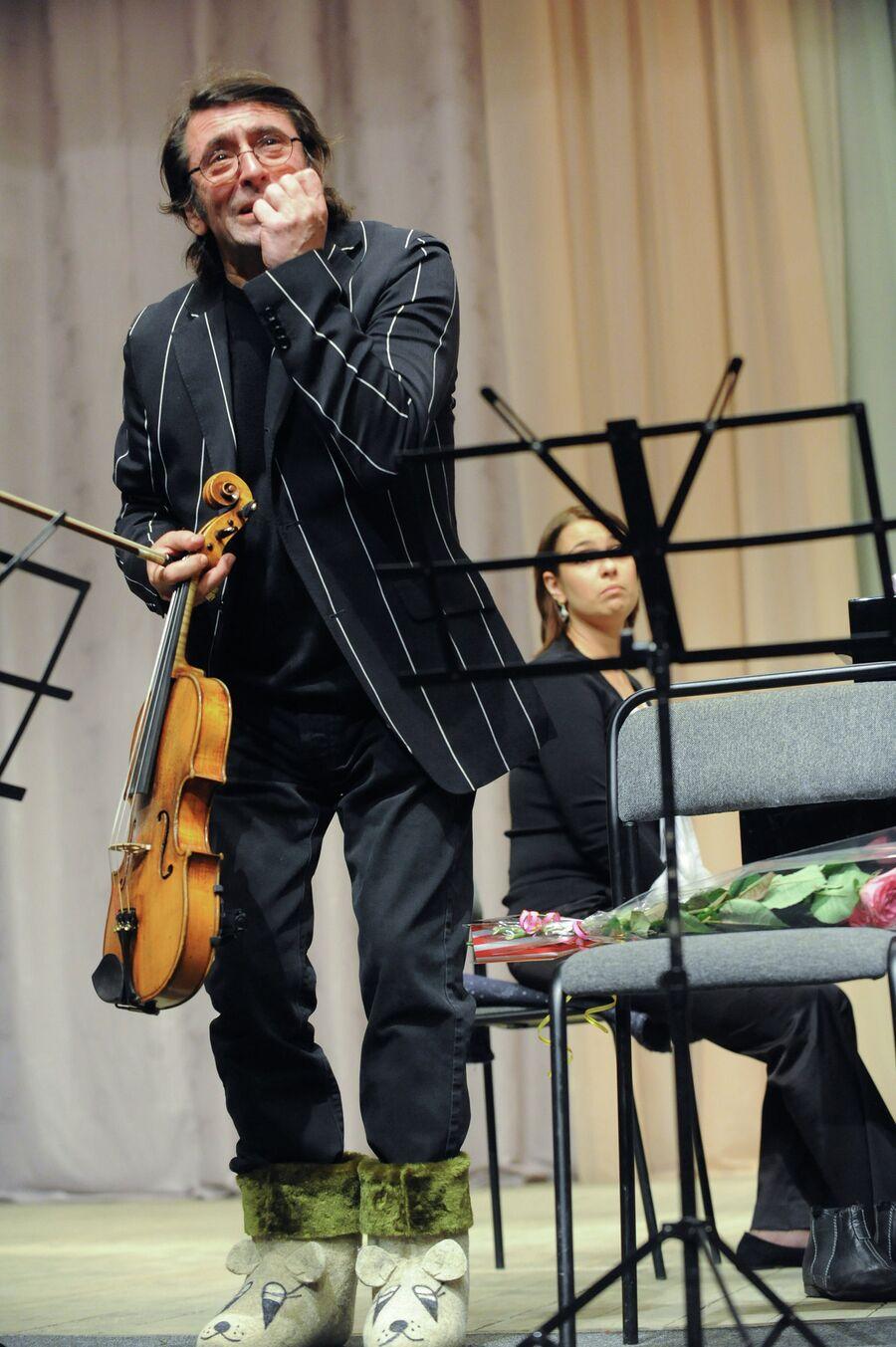 Музыкант и дирижер Юрий Башмет на концерте в Мышкине