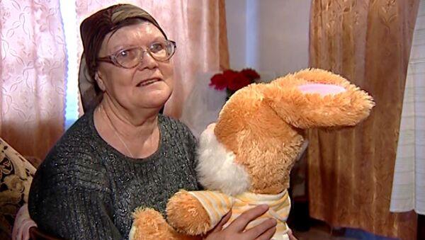 Мать умершего в Барнауле инвалида плакала и показывала любимую игрушку сына