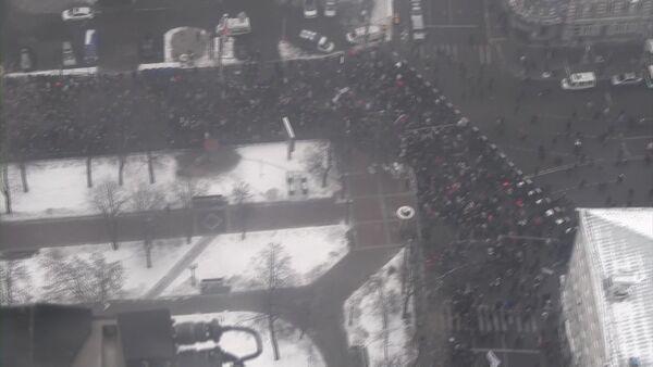 Кадры шествия оппозиции в центре Москвы, снятые с вертолета МВД