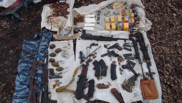 В Кабардино-Балкарской Республики в Баксанском районе обнаружен крупный тайник с оружием и боеприпасами