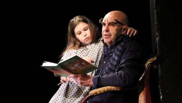 Маша Левитина и Михаил Левитин в спектакле История про Ваксу для любящих родителей и любимых детей