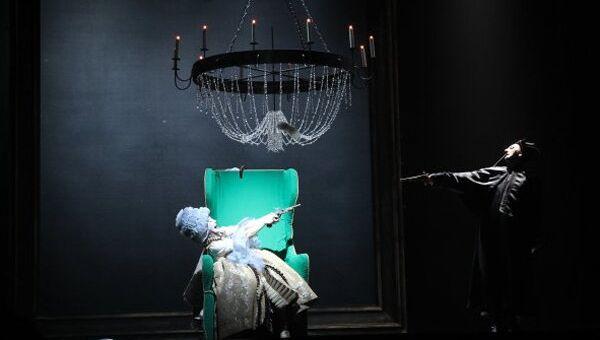 Сцена из спектакля Пиковая дама Санкт-Петербургского государственного драмтеатра На Литейном