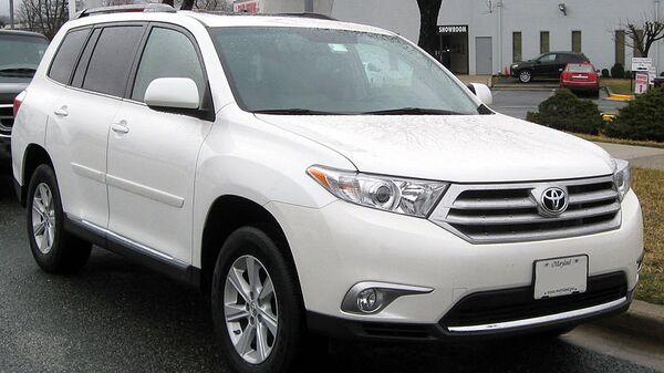 Автомобиль Toyota Highlander