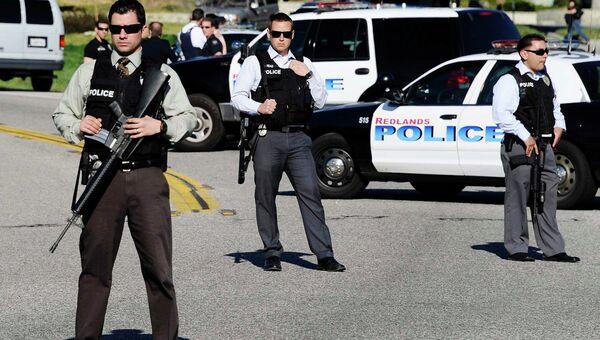Спецназ готовится к штурму хижины, в которой укрылся экс-полицейский Кристофер Дорнер, обвиняемый в убийствах