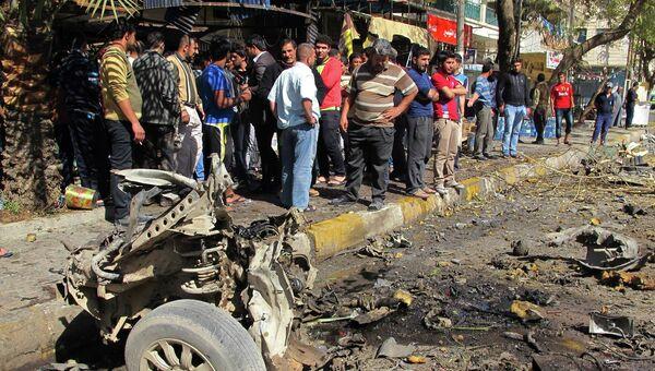 Последствия взрыва автомобиля в Багдаде