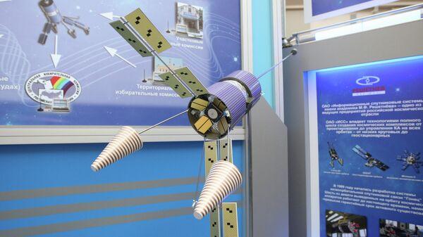 Макет космического аппарата Гонец-Д1. Архивное фото