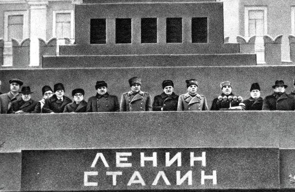 Трибуна Мавзолея в день похорон Иосифа Виссарионовича Сталина