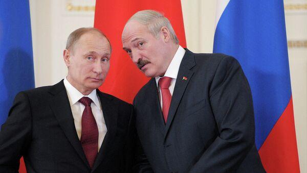 Президент РФ Владимир Путин (слева) и президент Республики Белоруссия Александр Лукашенко. Архивное фото