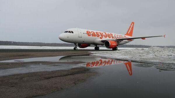 Пассажирский самолет Airbus A320 авиакомпании easyJet