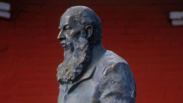 Бюст поэта А.Фета. Архивное фото