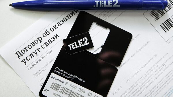 Сим-карта и договор об оказании услуг связи в салоне сотовой связи TELE2. архивное фото