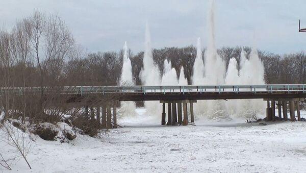 Подрывы льда на реках Приморья
