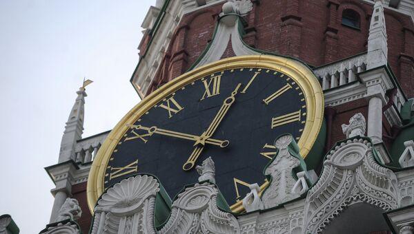 Куранты на Спасской башне Московского Кремля. Архивное фото