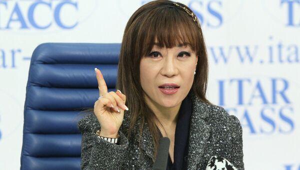 Южнокорейская оперная певица Суми Чо на пресс-конференции в Москве