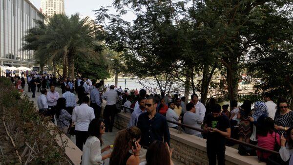 Эвакуация людей в Дубае в связи с землетрясением, произошедшем в Иране