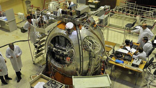 Спускаемый аппарат Биона-М1 в сборочном цехе