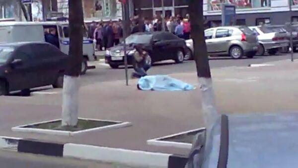 Неизвестный устроил стрельбу по прохожим в Белгороде. Кадры очевидца