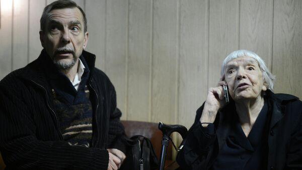 Лидер общественного движения За права человека Лев Пономарев и глава Московской Хельсинкской группы Людмила Алексеева. Архивное фото