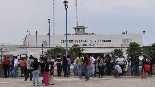 Родные ждут информации о судьбе заключенных после бунта в мексиканской тюрьме La Pila