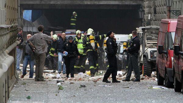Работа спасателей на месте взрыва в Праге