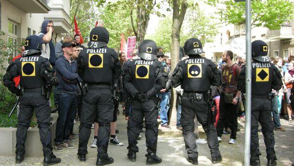 Полиция охраняет шествие неонацистов в Берлине