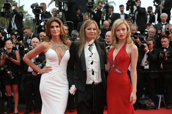 Синди Кроуфорд, Ева Кавалли и Джорджия Мэй Джаггер на открытии 66-го кинофестиваля в Каннах