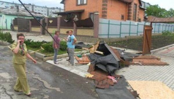 Сильный ветер повредил кровли жилых домов в городе Ефремов Тульской области