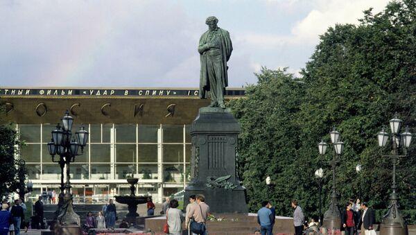 Памятник поэту А.С.Пушкину в Москве. Архивное фото