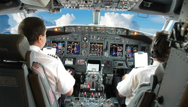 Кабина пилотов самолета Boeing. Архивное фото