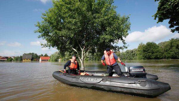 Наводнение в деревне Kabelitz близ Магдебурга, Германия