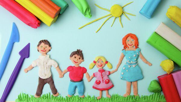 Семья в солнечный день