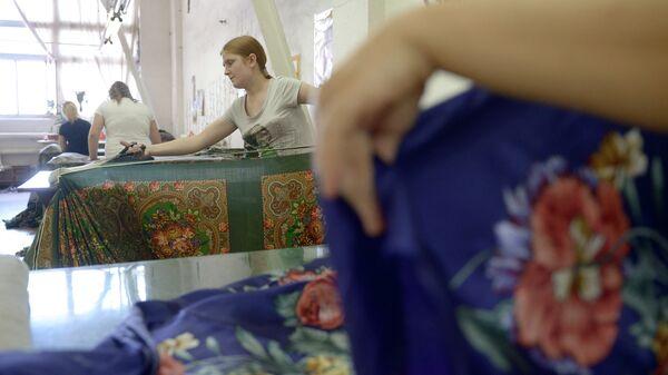 Цех готовой продукции на ОАО Павловопосадская платочная мануфактура в городе Павловский Посад Московской области
