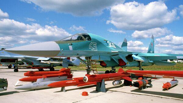 Истребитель-бомбардировщик Су-32. Архивное фото