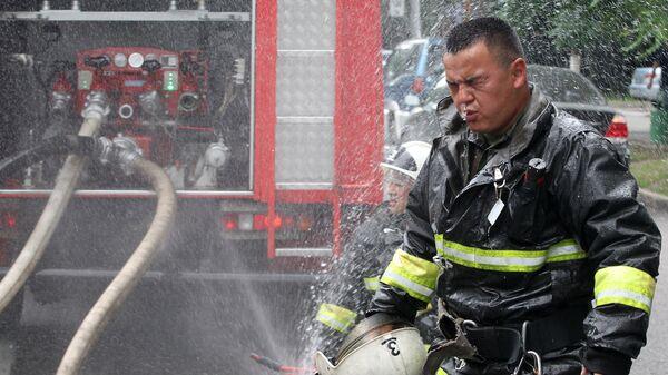Сотрудник пожарной службы МЧС Республики Казахстан. Архивное фото