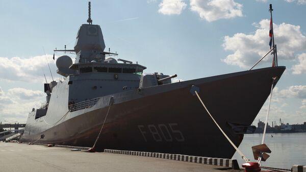 Нидерландский фрегат Эвертсен на международном военно-морском салоне в Санкт-Петербурге