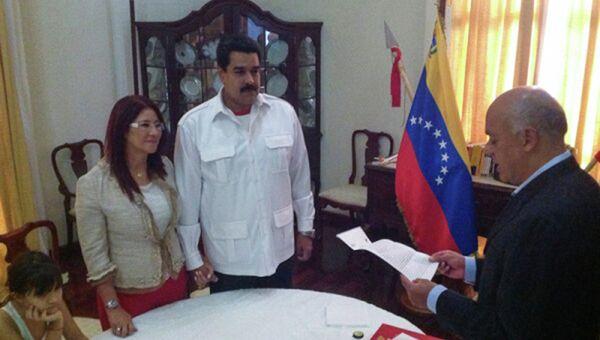 Николас Мадуро женился на своей гражданской супруге Силии Флорес