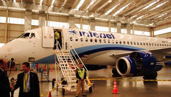 Первый самолет SSJ-100 прибыл в Мексику. SSJ-100 в ангаре компании Interjet в Толуке