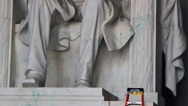 Вандалы осквернили Мемориальный комплекс Линкольна в Вашингтоне