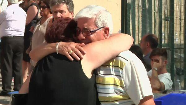 Родные погибших в ДТП на юге Италии съезжаются в Авеллино для опознания тел