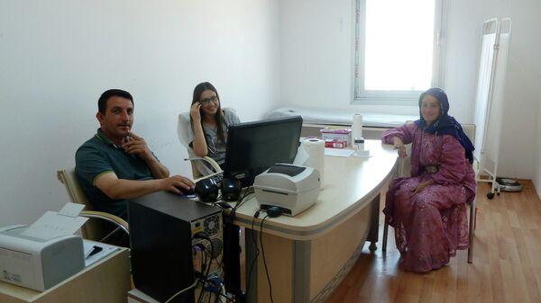 Поликлиника. Сирийский врач ведёт приём