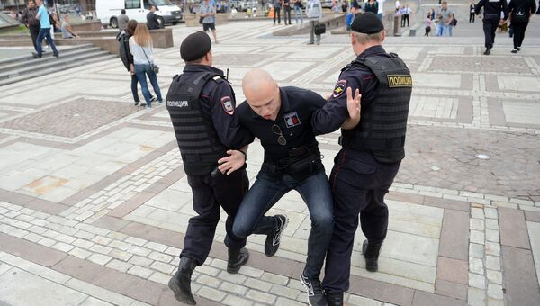 Полиция и фанаты, архивное фото