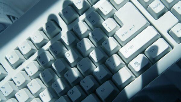 По данным Лиги, в России 6% детей в той или иной форме подвергаются сексуальным домогательствам в сети