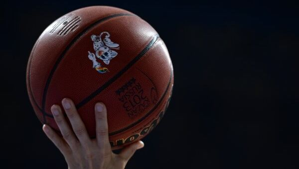 Баскетбольный мяч, архивное фото