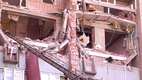 Кадры с места взрыва газа в жилом доме в Луганске