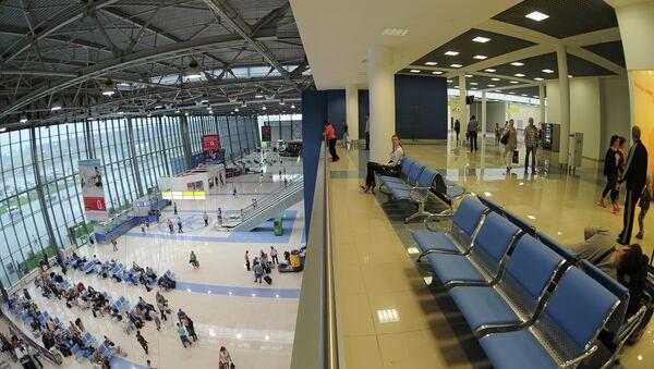 Зал ожидания в международном терминале аэропорта Кневичи во Владивостоке. Архивное фото