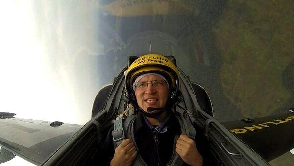 Корреспондент РИА Новости на МАКСе поднялся в небо на реактивном самолете