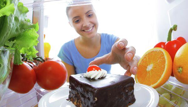 Пирожное в холодильнике