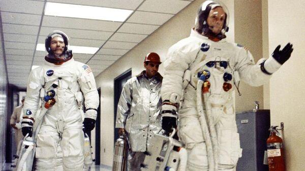Американские астронавты Майкл Коллинз и Нил Армстронг