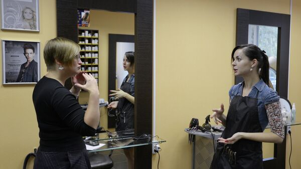 Слышащих клиентов в салоне даже больше, чем людей с инвалидностью по слуху