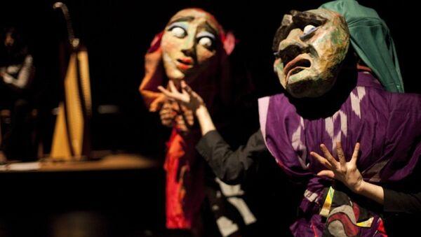 Сцена из спектакля Play в постановке режиссера Сиди Ларби Шеркауи